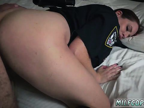 mom teaches bosss daughter blowjob following the finger blasting action,